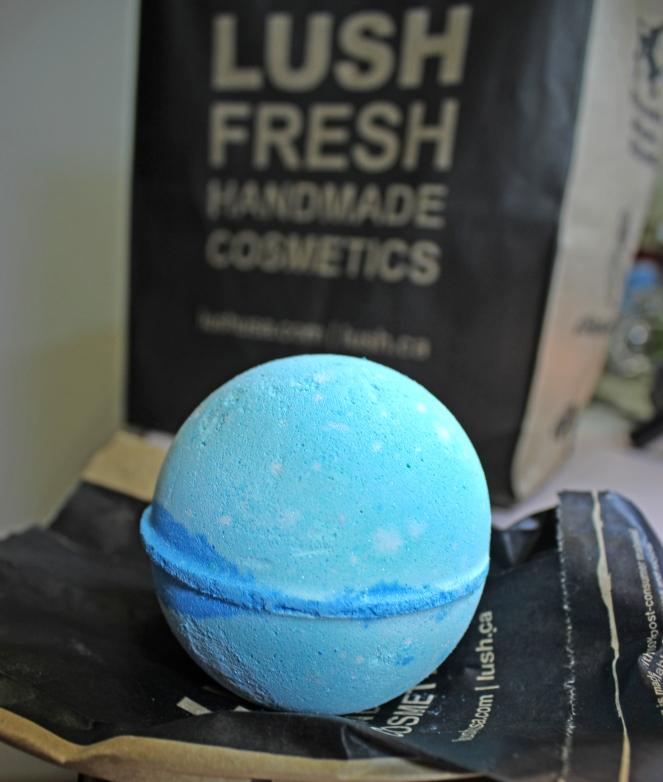 lush-frozen-bath-bomb-5